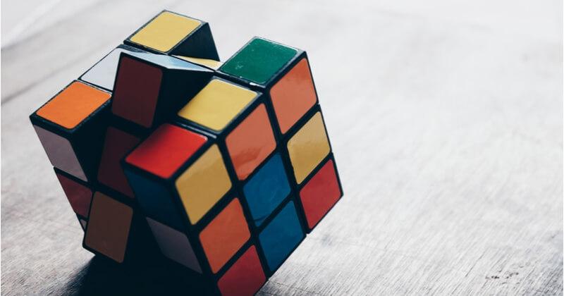【ルービックキューブの揃え方】必要な準備や回し方を覚えるコツ